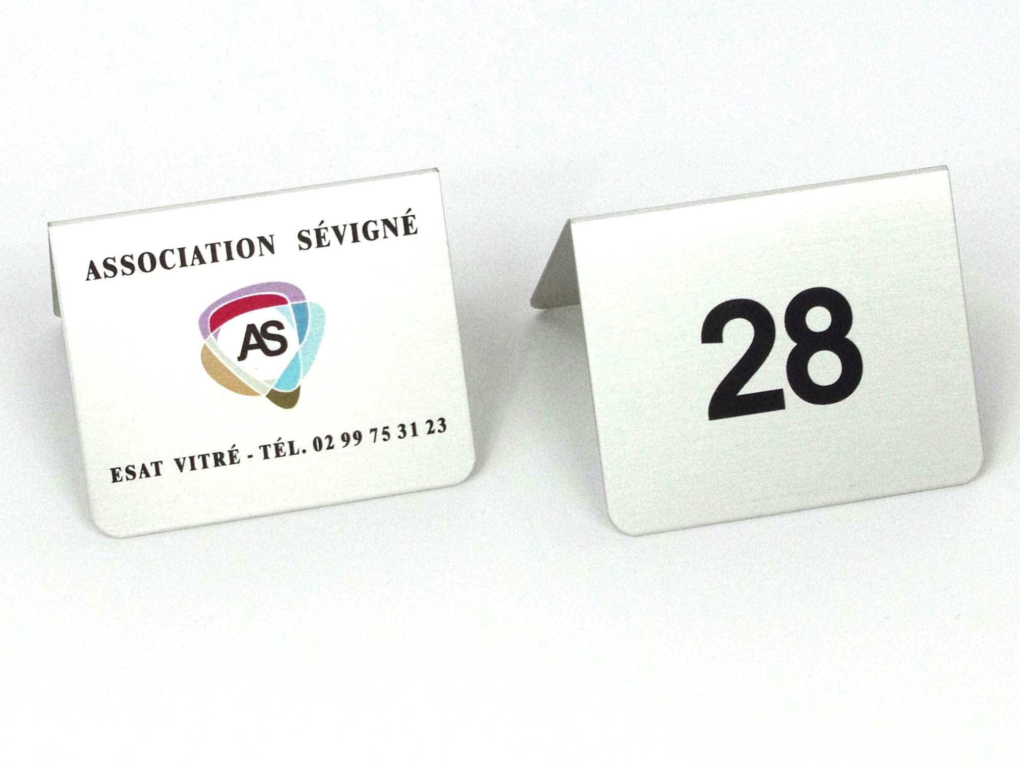 Signalétique de tables restaurant, chevalet numéro de table personnalisé